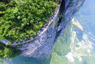 steklyannyj-most-na-vysote-1402-metrov-kitaj-1