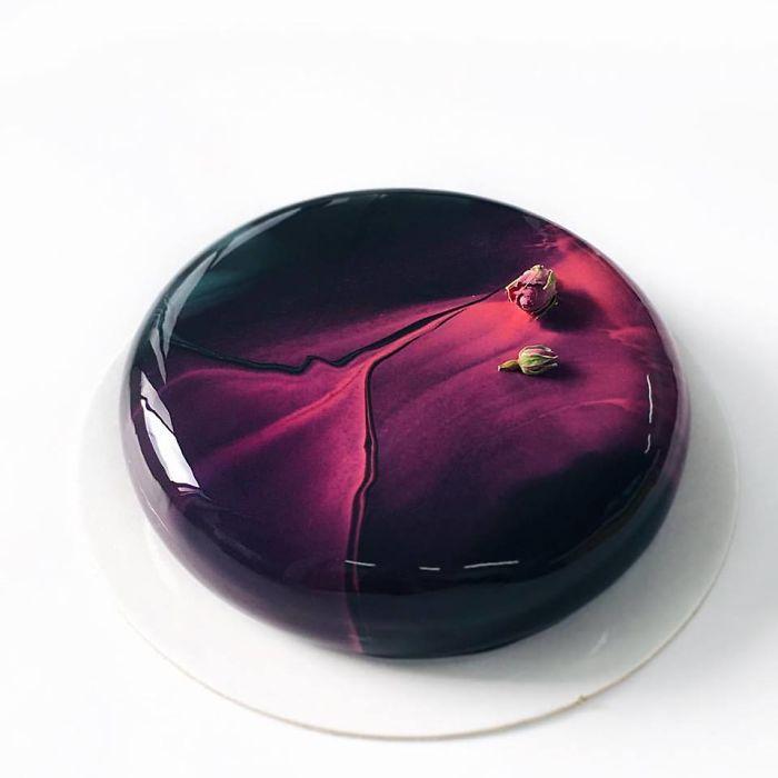 mirror-cakes-58539d3306235__700