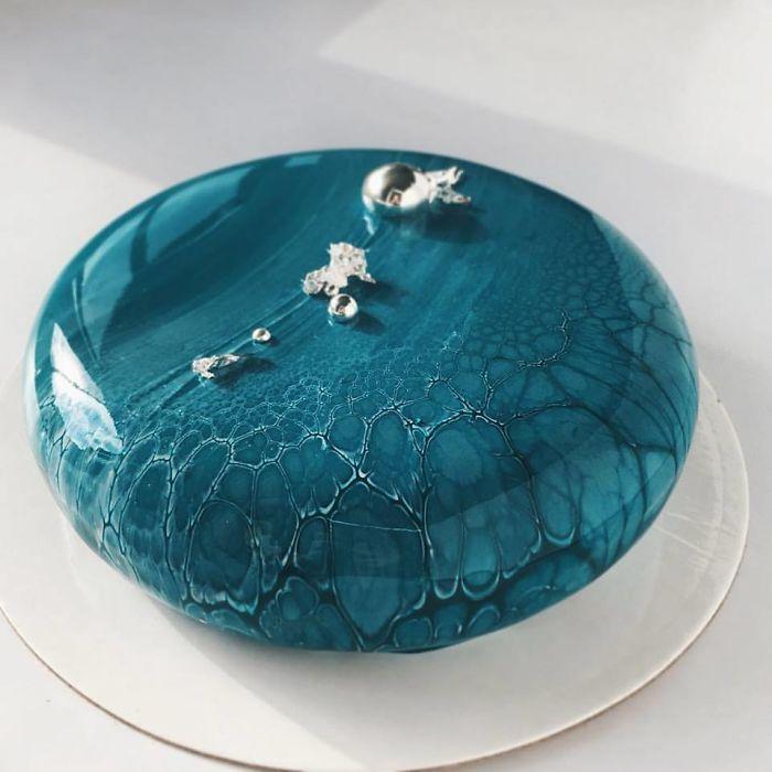 mirror-cakes-58539d4a5d541__700