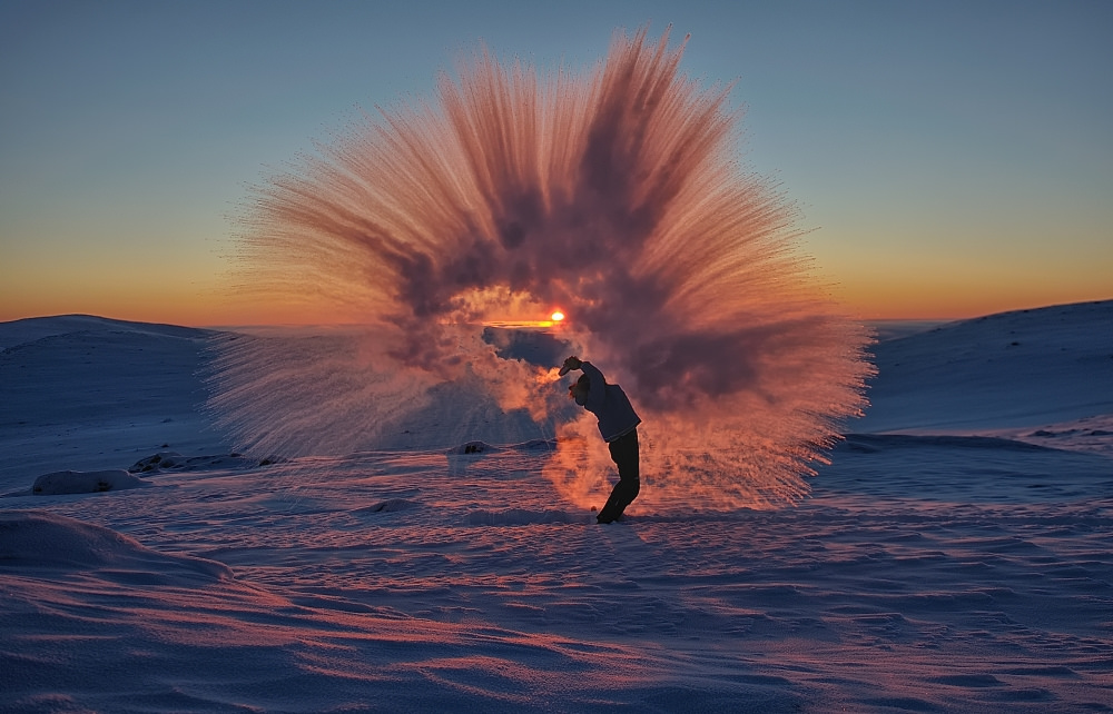 esli-goryachij-chaj-vyplesnut-v-antarktide-1
