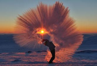 esli-goryachij-chaj-vyplesnut-v-antarktide-2