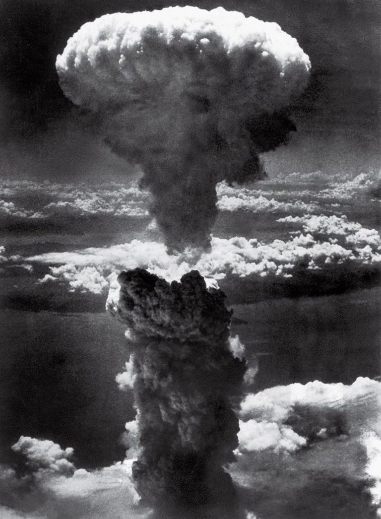 an introduction to the history of two american atomic bombs dropped on japan