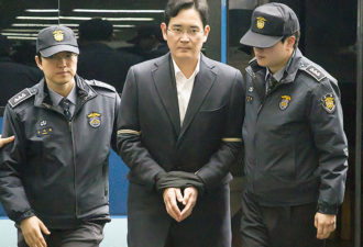 Lee Jae-Yong, Feb 22, 2017 : Vice chairman of Samsung Electronics and the de facto leader of Samsung Group Lee Jae-Yong arrives at the special prosecutors office in Seoul, South Korea. Special prosecutors questioned Lee on Wednesday for the third time since he was arrested over bribery allegations related with a corruption scandal that led to President Park Geun-hye's impeachment in December, 2016. The Seoul Central District Court issued an arrest warrant for Lee on Feb. 17, 2017. Lee faces allegations that he gave or promised some 43 billion won (US$36.3 million) worth of bribes to the president's friend Choi Soon-sil in return for the government's backing of a merger of two Samsung affiliates in 2015, local media reported. (Photo by Lee Jae-Won/AFLO) (SOUTH KOREA)